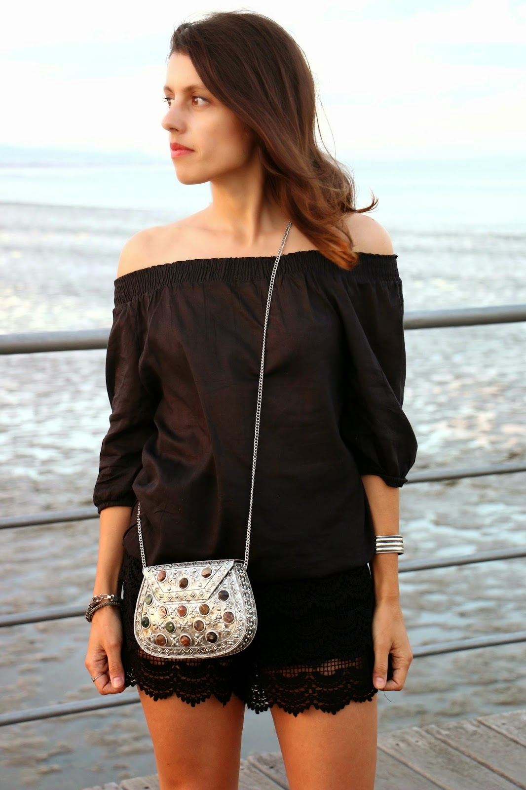 http://ilovefitametrica.blogspot.pt/2014/08/off-shoulder-lace-shorts.html