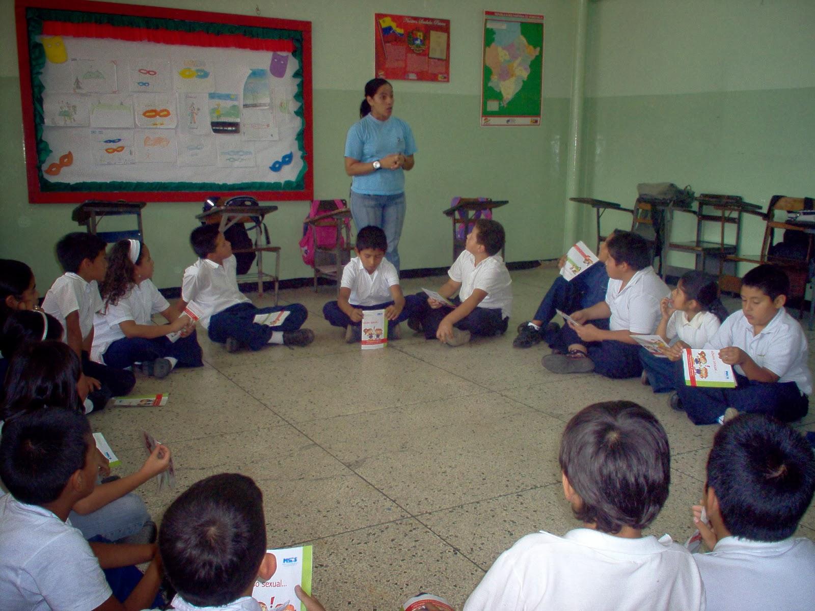 Actividad educativa en la Escuela Básica Los Curos. Por Cátedra de la Paz. Febrero de 2008.