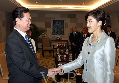 Bên lề Hội nghị Cấp cao ASEAN lần thứ 19 tại Bali (Indonesia), sáng 18/11, Thủ tướng Nguyễn Tấn Dũng đã có cuộc gặp với Thủ tướng Thái Lan Yingluck Shinawatra.