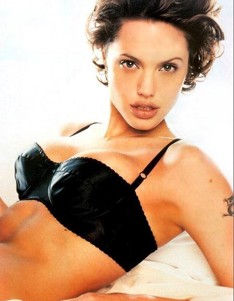 Fresh Look Angelina Jolie Short Hairstyles 24