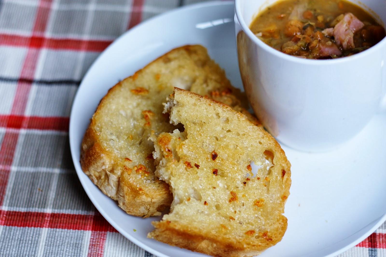 eats and beats: 2 Ways to Make Stovetop Garlic Bread