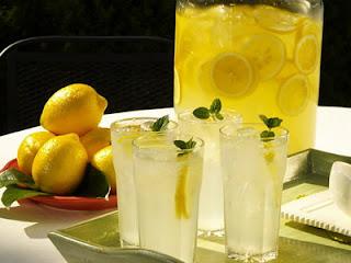 http://3.bp.blogspot.com/-gD_mUUyBsX0/TeyclqZawYI/AAAAAAAAAGk/7Syrq9IIBRg/s1600/lemon-juice.jpg