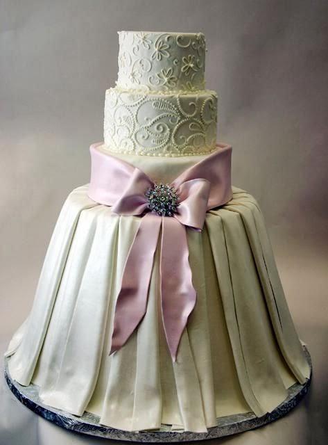 красива сватбена торта с рокля