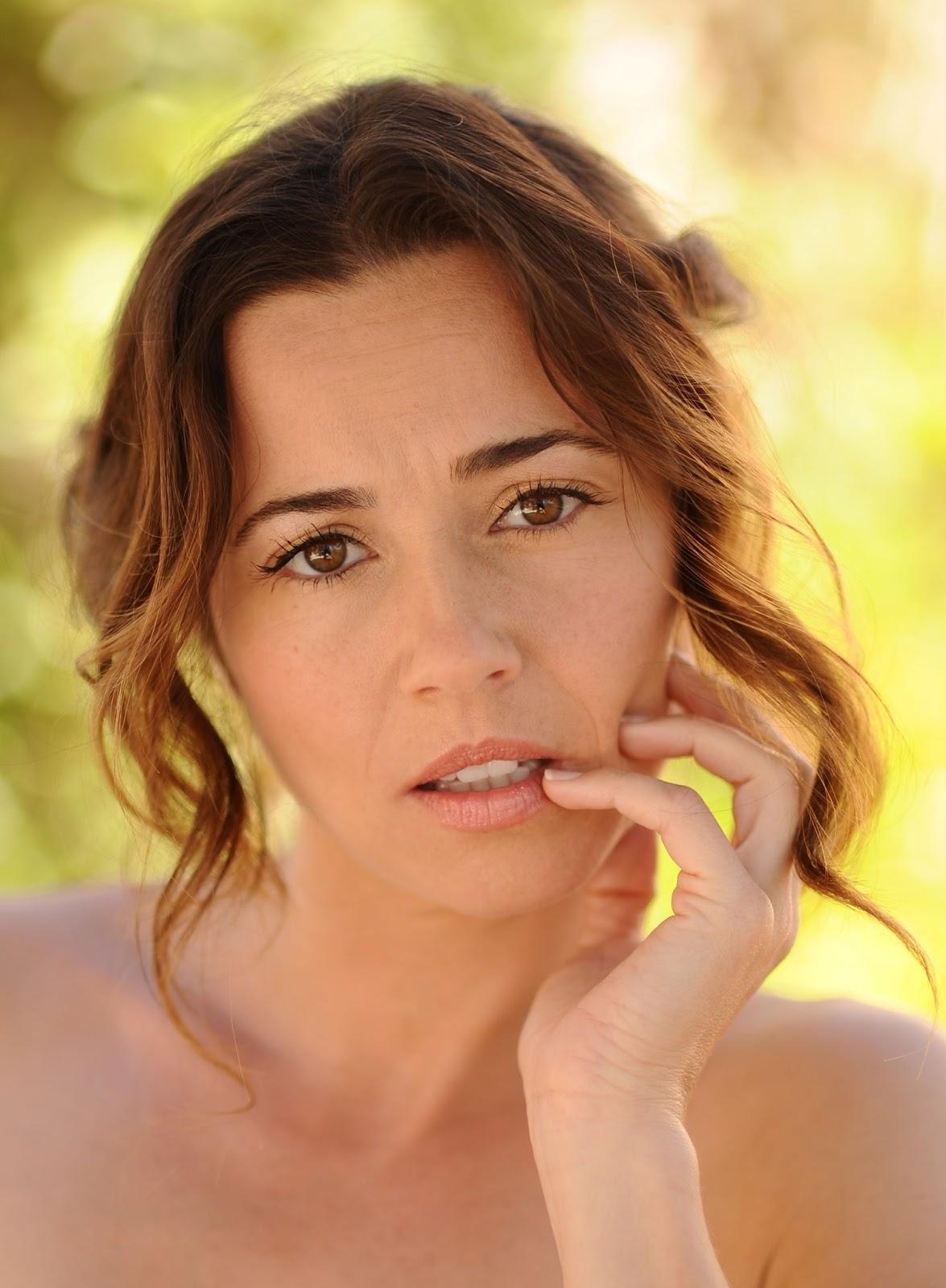Linda Cardellini  Biography  IMDb
