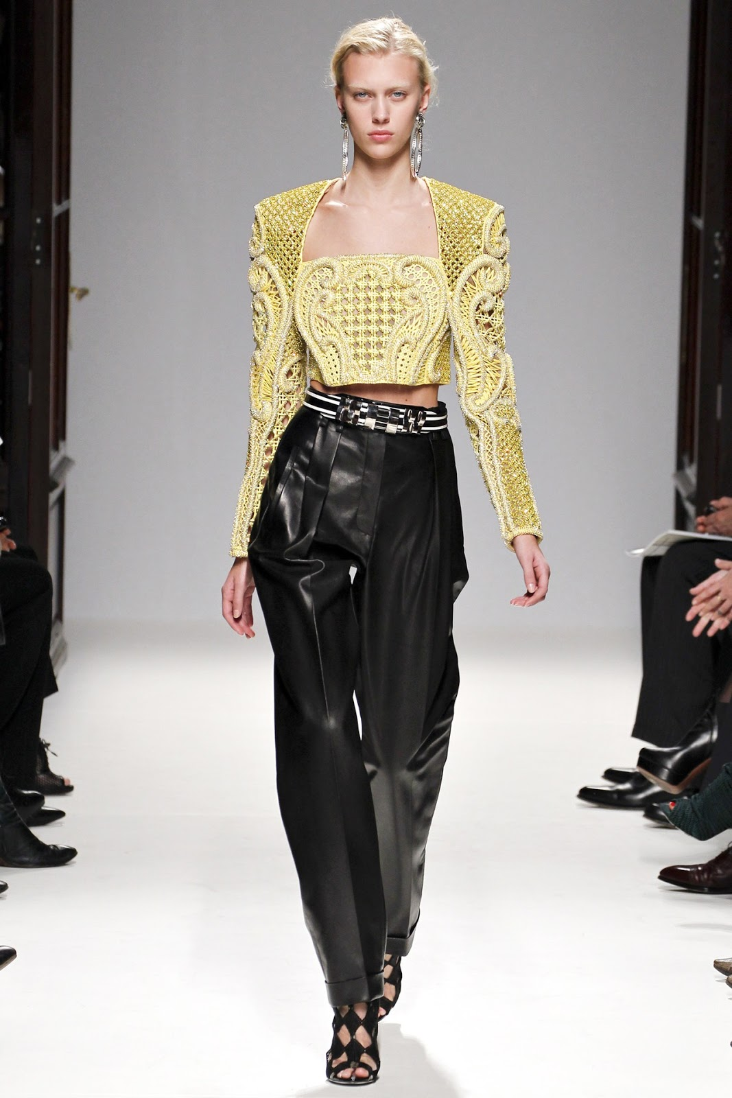 http://3.bp.blogspot.com/-gEH1lwX74ds/UHrr93Rro9I/AAAAAAAA8cY/S-Q7I38etKQ/s1600/Paris+Fashion+Week+-+Balmain+(Spring-Summer+2013)+22.jpg