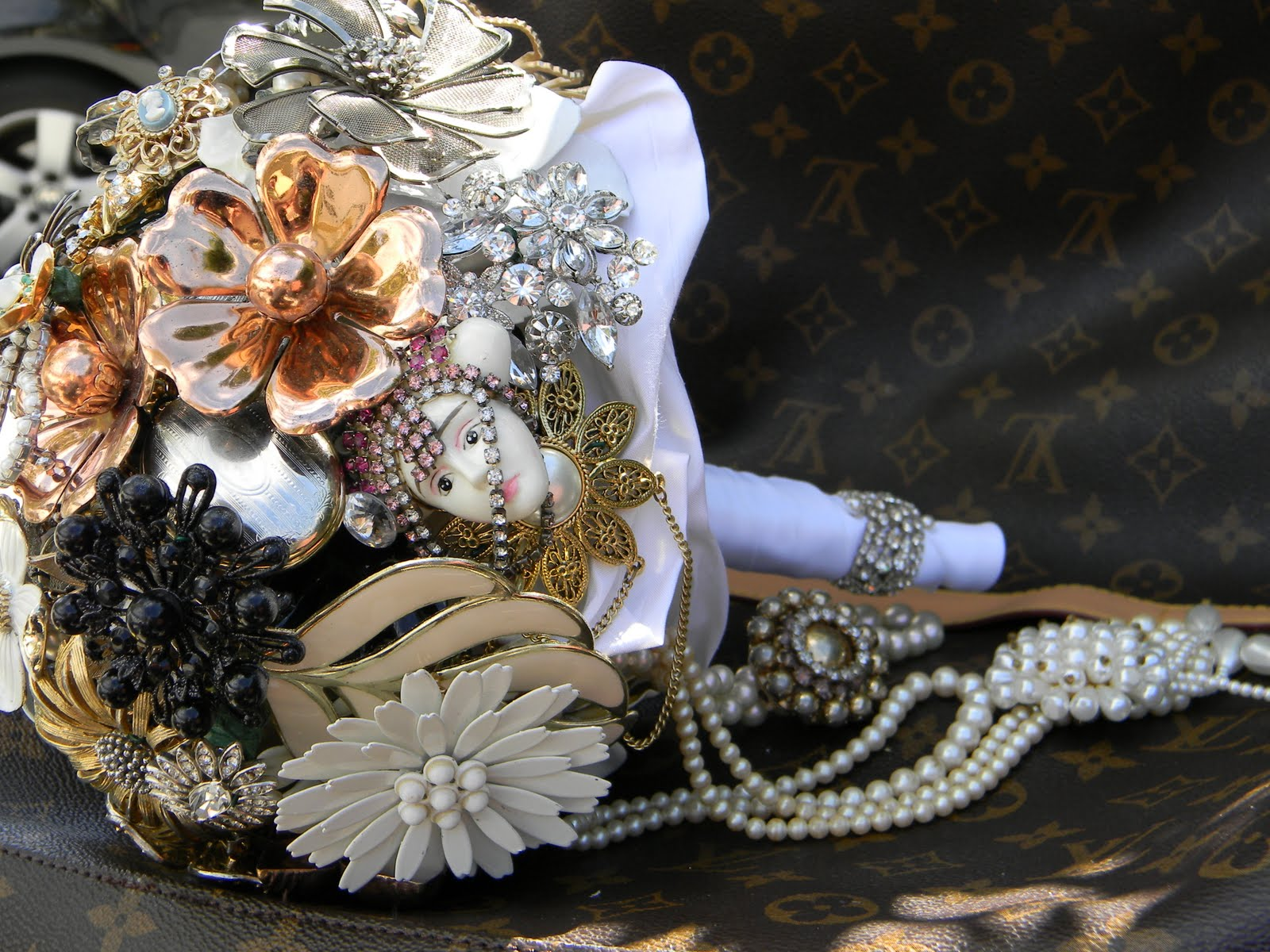 Bridal Bouquets With Vintage Brooches : Vintage brooch bouquet off to canada bouquets
