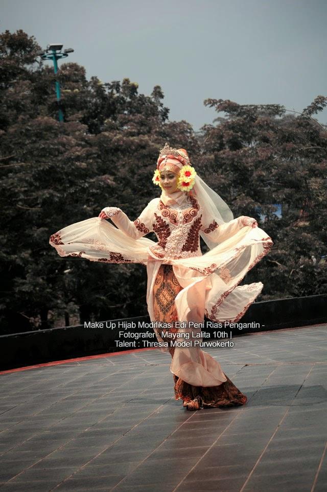 Make Up Hijab Modifikasi Edi Peni Rias Pengantin - Fotografer : Mayang Lalita 10th   Talent : Thresia Model Purwokerto