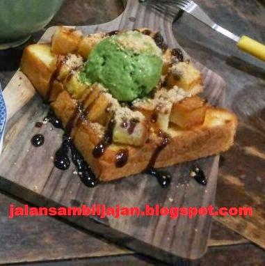 Roti Panggang Funky Berry
