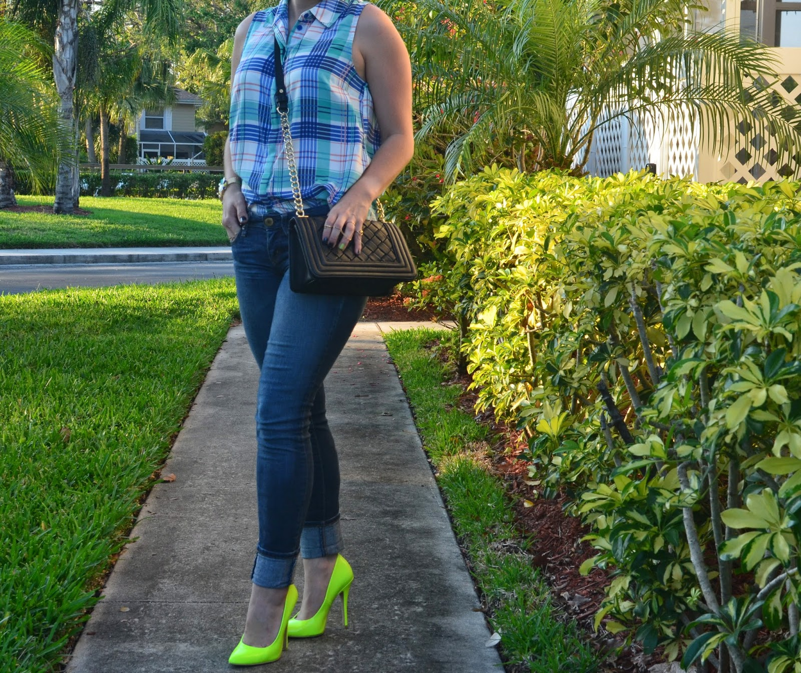 Skinny jeans - neon pumps - madras top - black clucth