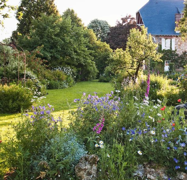 Beautiful Country Cottage Garden in France English garden