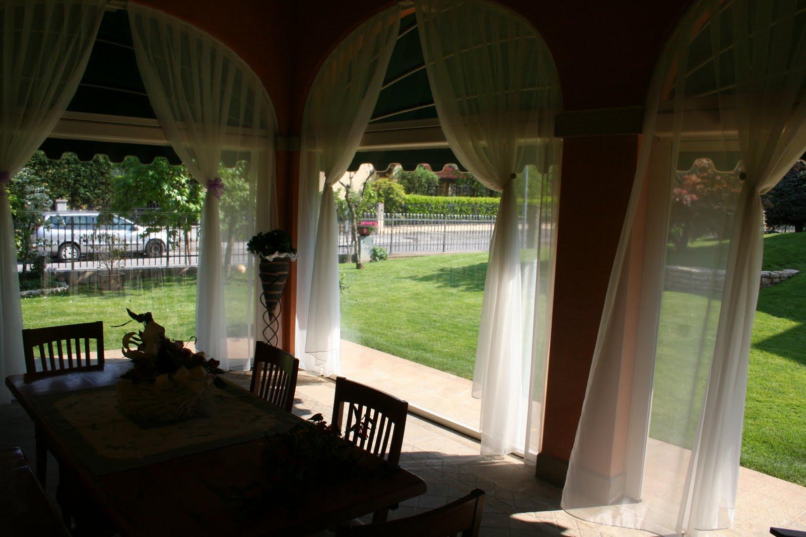 Arrediamo con l 39 ingegno portico vetrate in pvc for Avvolgere l aggiunta portico