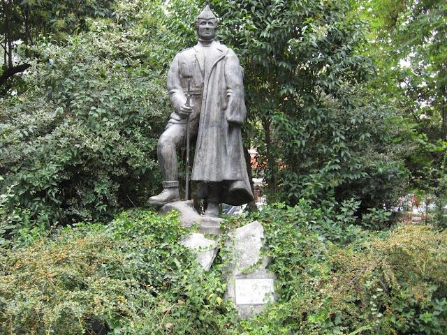 Το άγαλμα της Εθνικής αντίστασης στο πάρκο 25ης Μαρτίου