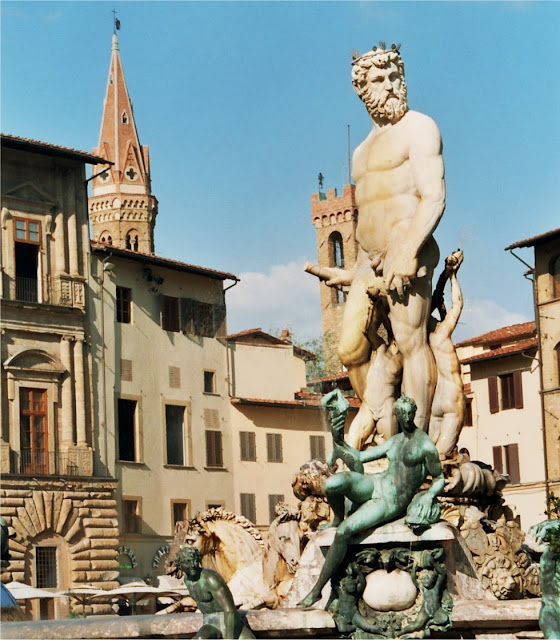 La Fuente De Neptuno De Bartolomeo Ammannati es el desnudo más admirado (Robert Langdon).