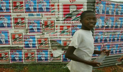 Moçambique: MARCELINO DOS SANTOS DEFENDE AFASTAMENTO DA CULTURA PORTUGUESA