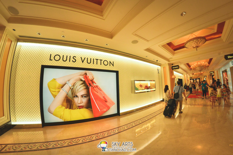 Luxurious shopping in almost every hotel we visited