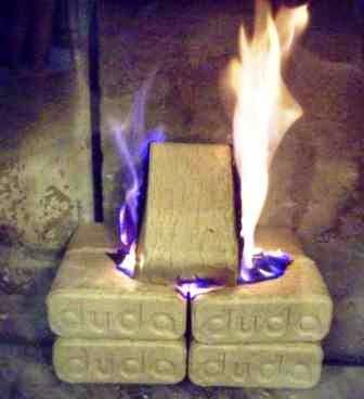 Brykiet RUF z firmy DUDA po 15 minutach od podłożenia ognia