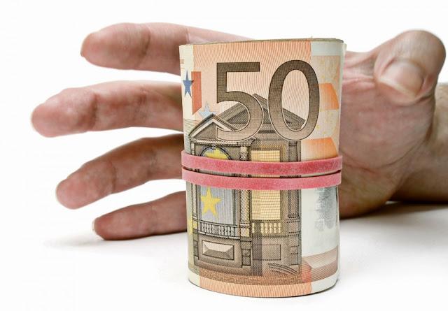 Του χρωστάει το ΙΚΑ 50.000 Ευρω, αλλά χρωστάει στο ΙΚΑ 4.000 Ευρώ και το ΙΚΑ του κάνει κατάσχεση!!!
