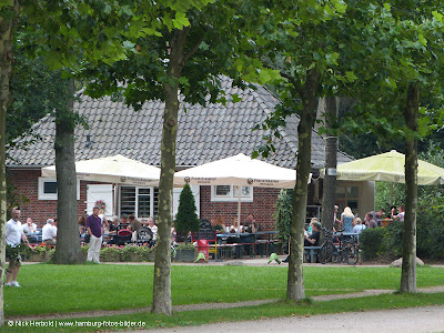 Cafe in Hamburg, Lesecafe, Stadtpark, Rosengarten