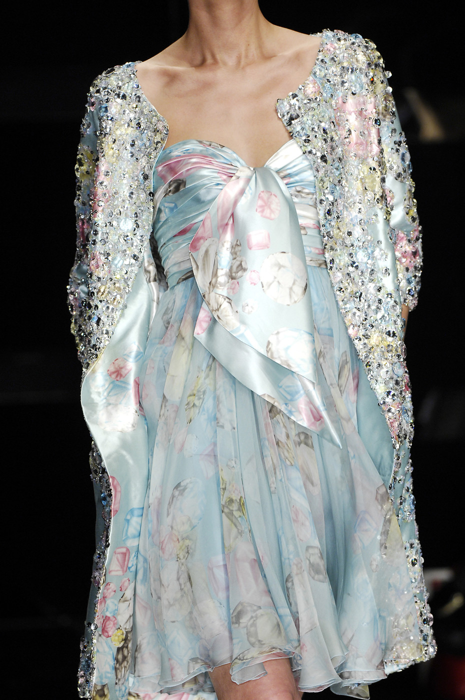Close up elie saab ss2007 haute couture for Haute couture translation