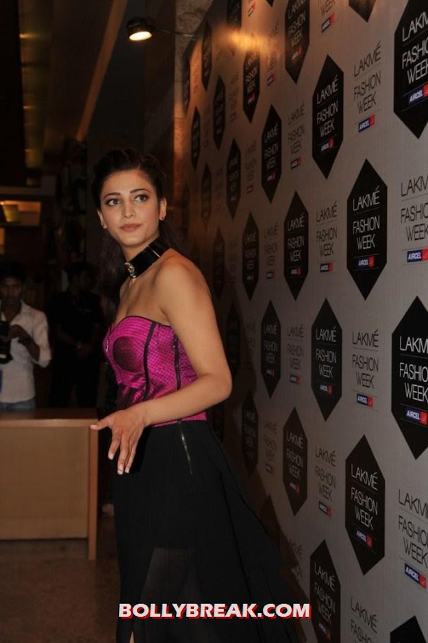 Shruti Hassan in pink dress at lakme fashion week - (5) - Shruti Hassan in Pink Dress at Lakme Fashion Week