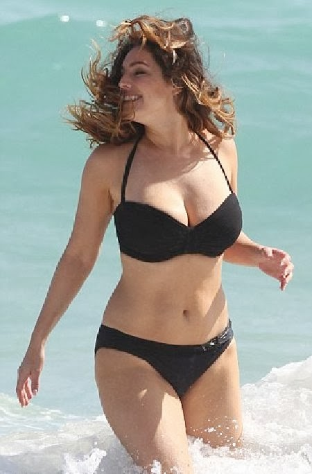 English:Kelly Brook bikini Miami February‭ ‬4,‭ ‬2014‭