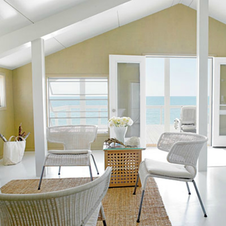 Coastal room, open and airy bright whites