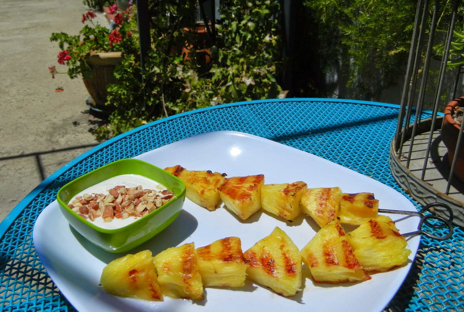 Grilled+Pineapple+Skewers+Toasted+Coconut+Almond+Greek+Yogurt+Dip+BBQ+Dessert+Eggface Weight Loss Recipes Summer Fun With Blue Diamond Almonds