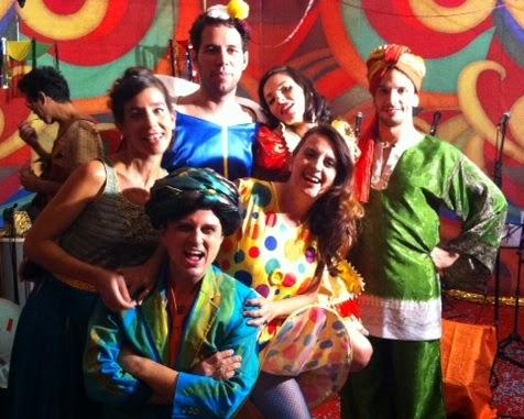 O coro da Banda Fundição: Mariana Bernardes, Pedro Paulo Malta, Alfredo Del-Penho, Clarice Magalhães, Lali Maia e Matias Correa