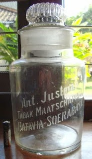 Toples Perusahaan Rokok Ant Justman  Rp575.000