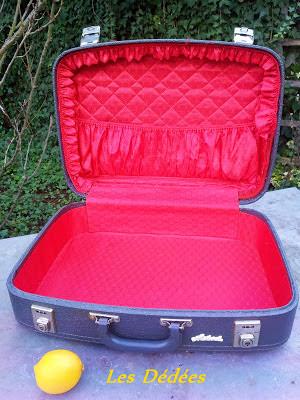 les dedees vintage recup creations ma petite valise retro grise et rouge by anne. Black Bedroom Furniture Sets. Home Design Ideas