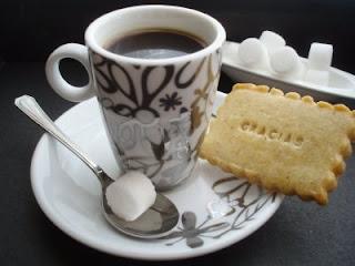 http://mediadosis.fullblog.com.ar/cafe-y-galletas.html