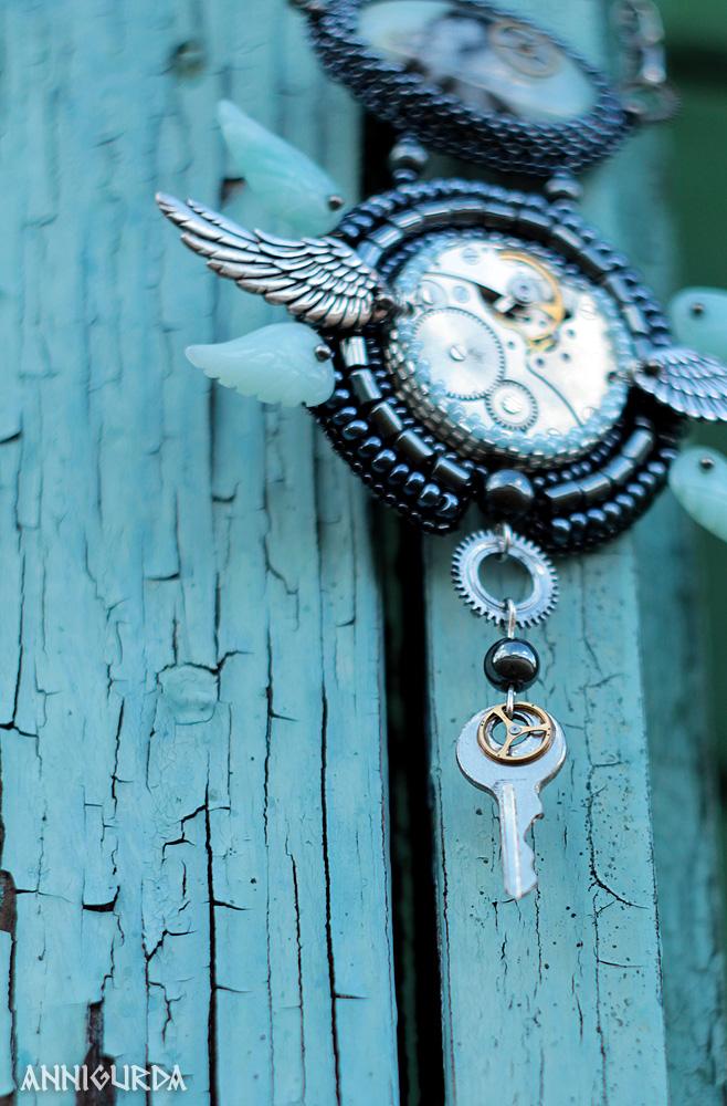 украшения, женские украшения, кулон, колье, подвеска, стимпанк, часы, шестеренки, крылья, амазонит, гематит, вышивка бисером, небо