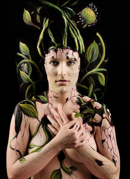 21-Gesine-Marwedel-Living-Art-in-Body-Painting-www-designstack-co