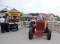 Oldtimer Tractor at Farmers Market St Jacobs