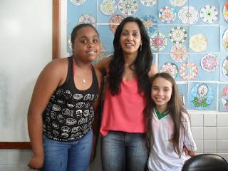 A professora Cristina e suas alunas