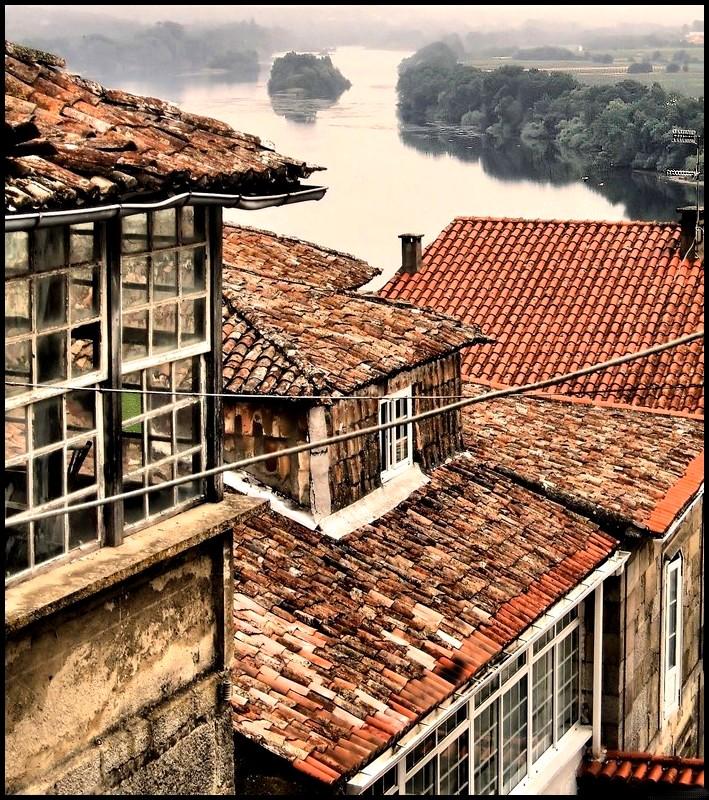 Un paseo por mi vida galicia con sus tejados rojos y el for Tejados galicia
