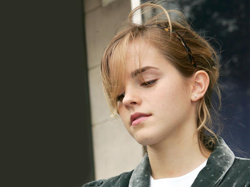 Emma Watson Wallpaper Pack 1 | Cute Girls Celebrity Wallpaper