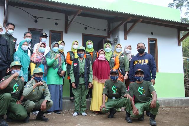 Ketua Jabar Bergerak Kabupaten Subang bersama warga