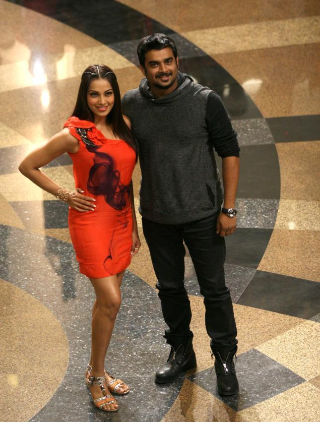 Bipasha Basu in hot orange dress1 - Hot Bipasha Basu in Orange Dress with Madhavan At Flash Mob