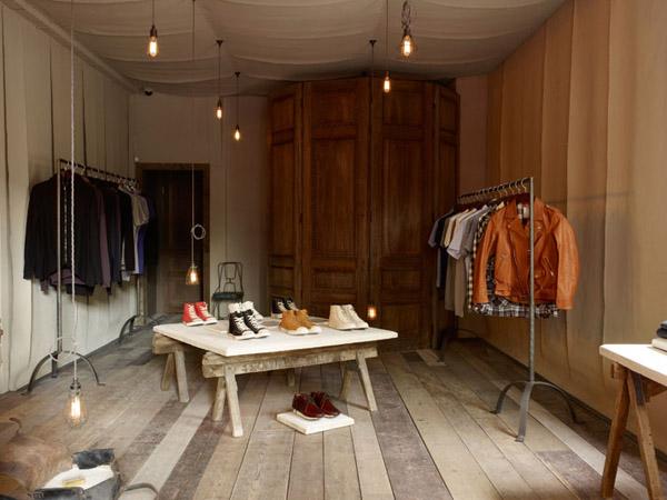 vista design store con armario antiguo al fondo