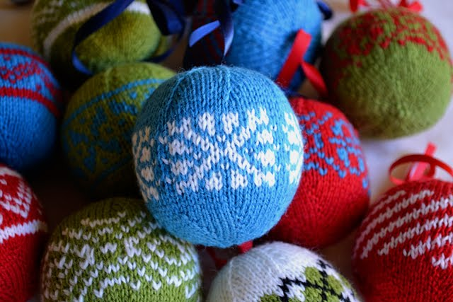 Knitting Pattern Christmas Baubles : The Knitting Needle and the Damage Done: Have a Ball!