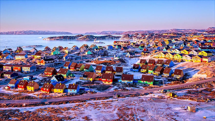 Ilulissat+town.+base+camp+for+half+of+my