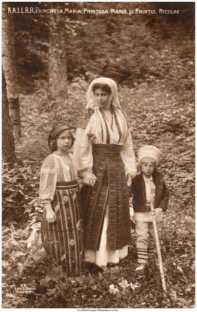 Regina Maria cu printul Nicolae si printesa Maria