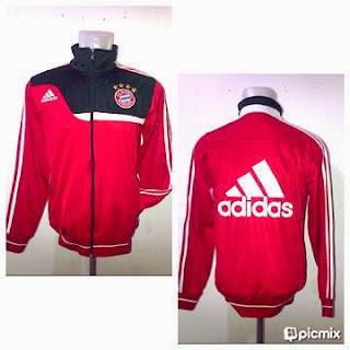 Jaket Bola Bayern Munchen Merah Kombinasi Hitam