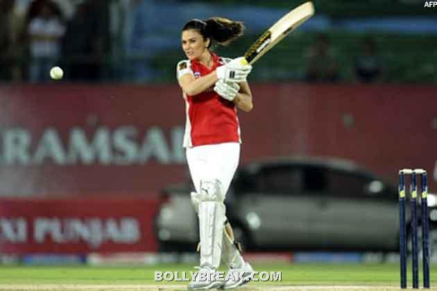 Gayatri Reddy playing cricket - (27) - Gayatri Reddy Hot Pics at IPL Matches