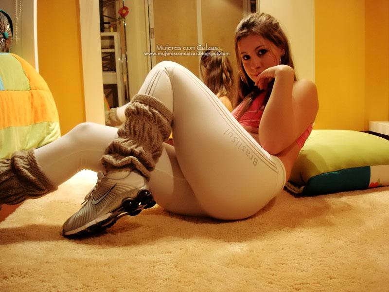Mujeres Con Calzas Fotos Promotoras Ajustadas