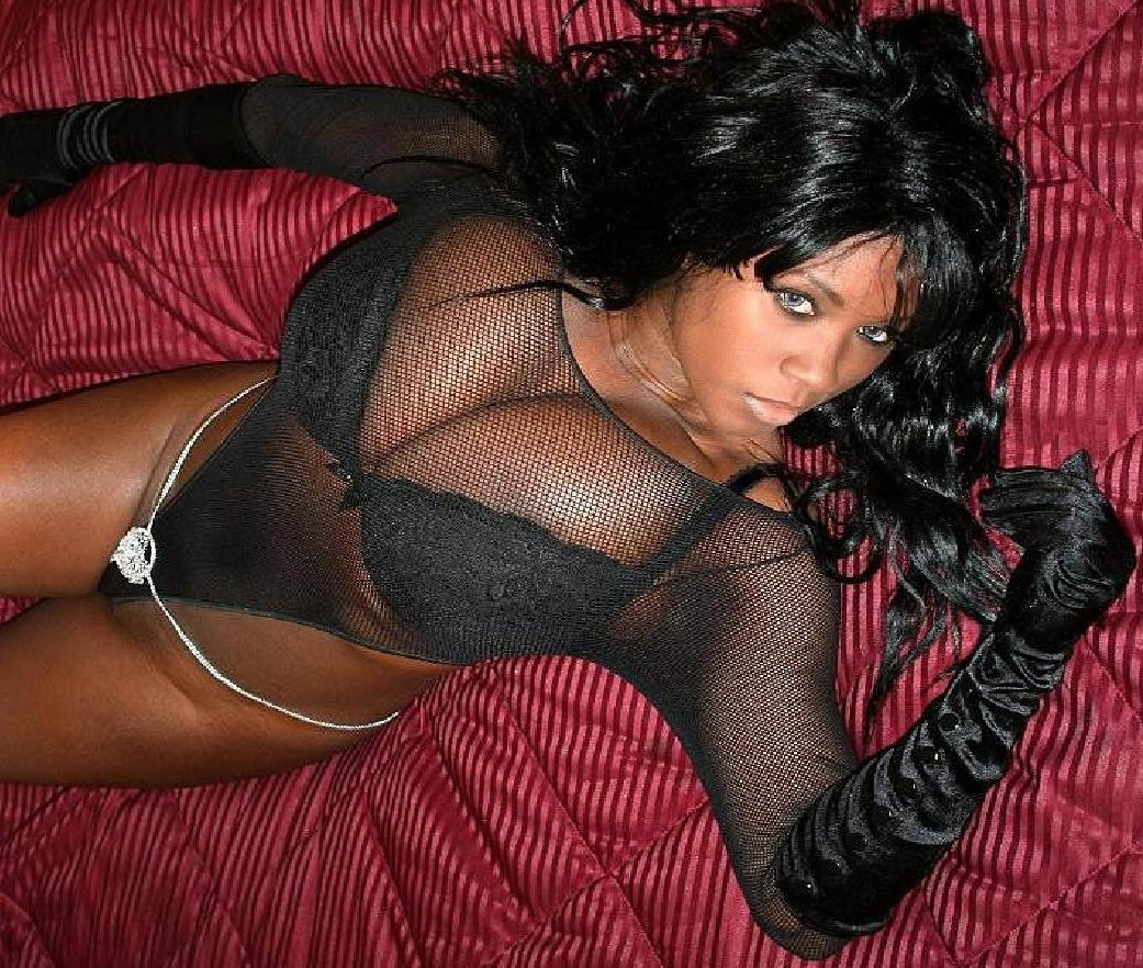 Monique photos Ebony Hot