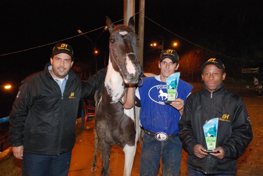 Sexta (24/05) – o criador Felipe Machado e a égua Jazida que venceu na categoria marcha batida
