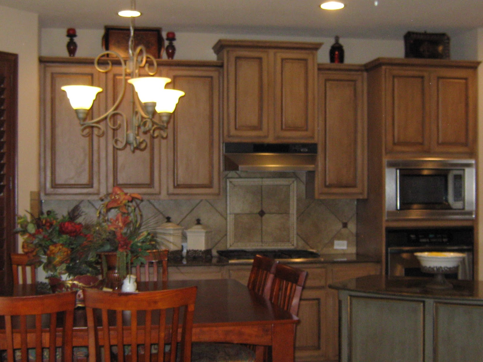 Rustic Red Oak Kitchen Cabinets