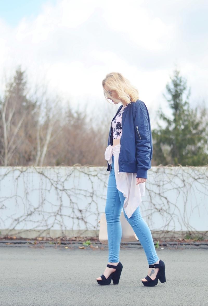 Outfit_Palmen_Crop-Top_Bomberjacke